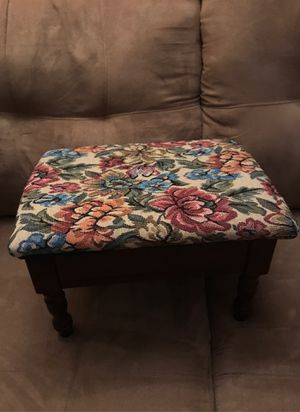 Small stool for Sale in Willowick, OH