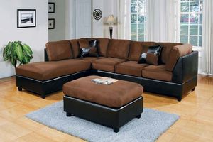 2 tone chocolate/espresso sectional with ottoman& 2 pillows ( new) for Sale in Hayward, CA