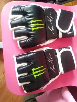 Ufc gloves for Sale in Apple Valley,  CA