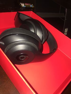 Mint condition Beats STUDIO 3 wireless for Sale in Fairview Park, OH