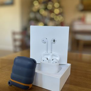 Air Pods With Box for Sale in Visalia, CA