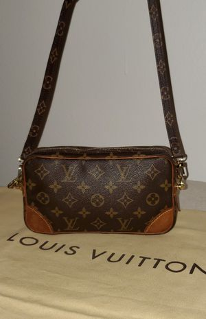 Authentic Louis Vuitton Marly Dragonne Crossbody Bag for Sale in Los Angeles, CA