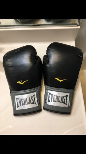 Boxing gloves for Sale in Colton, CA