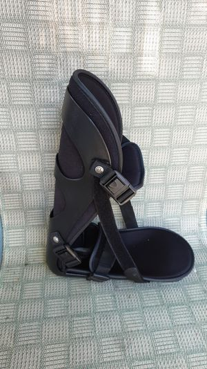 Orthopedic boot size LARGE for Sale in El Monte, CA