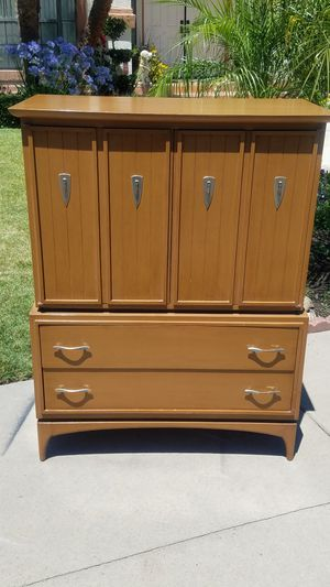 Highboy dresser for Sale in Modesto, CA