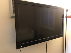 """46"""" TV with wall mount for Sale in San Diego, CA"""