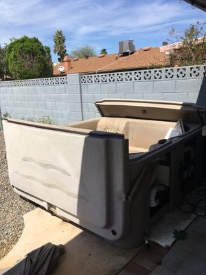 South Pacific Spas Hot Tub - needs to be cleaned and jets sealed for Sale in Tempe, AZ