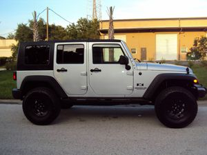 CLEAN1600$ 2OO7 Jeep Wrangler 4WDWheelss EXTREMELY CLEAN! for Sale in Chicago, IL