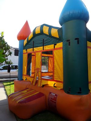 CASTLE JUMPER 15 X 15 for Sale in Chino Hills, CA