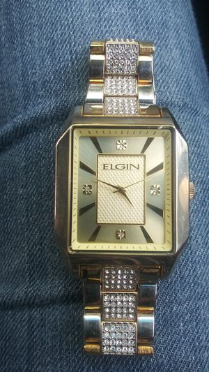 Mens Elgin watch water resistant (not gold plated and 120 quarts crystals but im pretty sure face and inside is gold and diamond chip) for Sale in Everett, WA