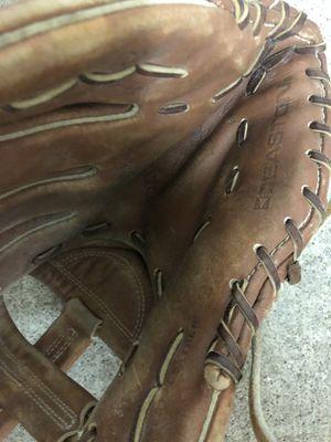 Baseball gloves for Sale in Kent, WA