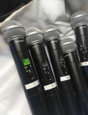 5 shure SM 58 in Good condition just the microphones for Sale in Boston, MA