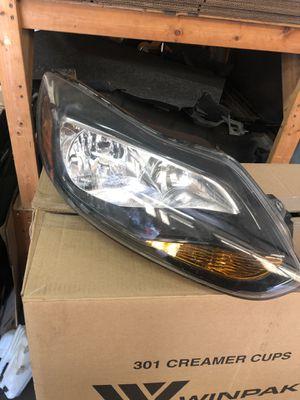 2014 Ford Focus passenger side headlight for Sale in Gibsonton, FL