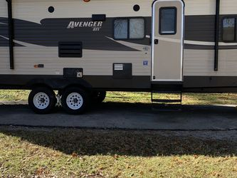 2016 Forest River Avenger ATI 27 DBS for Sale in Humble,  TX
