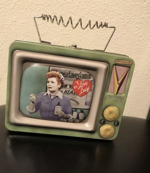 I LOVE LUCY LUNCH BOX VTG TELEVISION SET SHAPE VANDOR COLLECTOR TIN for Sale in Pasco, WA