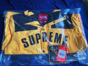 SUPREME THE NORTH FACE PARKA LARGE YELLOW NEW SS19 for Sale in Alexandria, VA