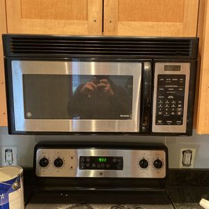Stove and Microwave for Sale in Potomac, MD