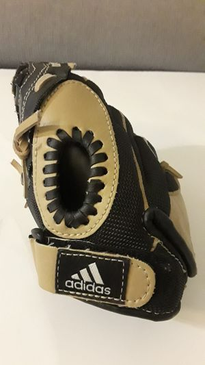 "ADIDAS Baseball Glove. 9.5"" TS 9500SD Eazy Close. Left handed. for Sale in North Bay Village, FL"