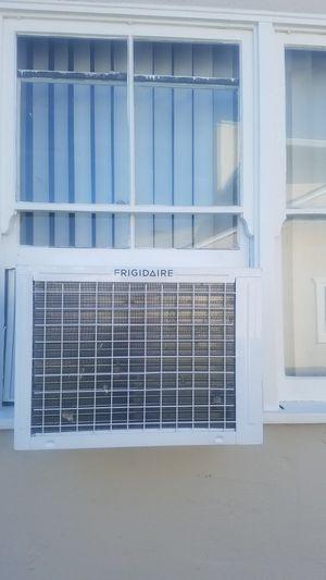 Frigidaire window mount air conditioner (15000 btu, 850sq ft) for Sale in San Jose, CA