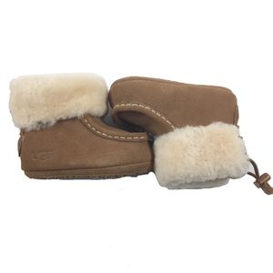 UGG Girls Infant Boots Size 2/3 (6-12M) for Sale in Pensacola, FL