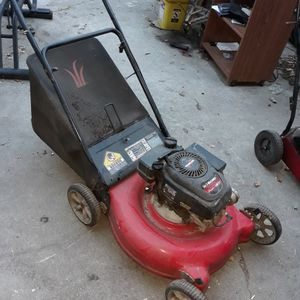 Yard Machines GAS Lawn Mower for Sale in Los Angeles, CA