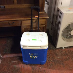 Blue & White Igloo Cooler for Sale in Bellingham, MA