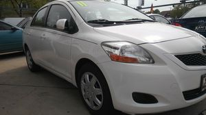 2011 toyota yaris 4 cilindros for Sale in Chicago, IL