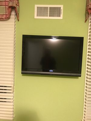 """36"""" Vizio hdtv with mount for Sale in Rockville, MD"""