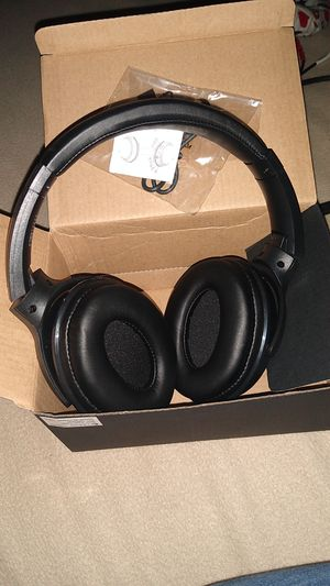 Brand new leeds headphones for Sale in Grand Prairie, TX