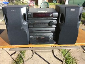 300 Watts Sony stereo system with 5 discs CD player plus speakers for Sale in Washington, DC