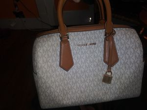 Michael kors handbag and wristlet for Sale in Middletown, OH