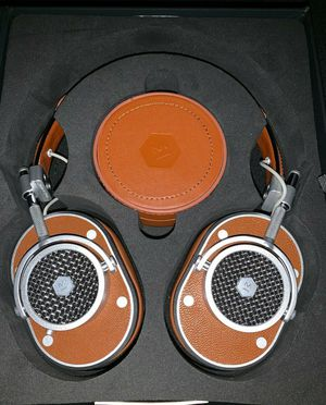 Brand new Master & Dynamic MH40 brown leather over-ear headphones for Sale in Los Angeles, CA