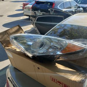 Hyundai Sonata 2011,12,13 Driver Side Headlight for Sale in Miami, FL