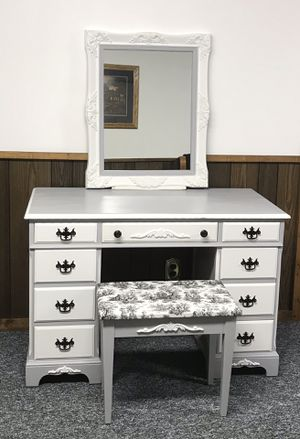 Vintage Makeup Vanity, Ornate Mirror and Bench for Sale in Cardington, OH