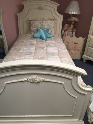 Wood twin size bed for Sale in Philadelphia, PA