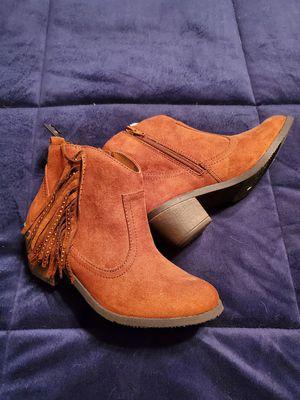 Brown booties w/cute fringe for Sale in Arlington, WA