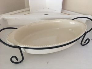 """16"""" Oval baker casserole dish with carry rack. for Sale in Phoenix, AZ"""