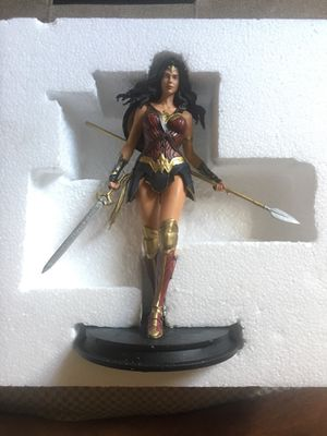 Wonder Woman Collectible Statue for Sale in Bensalem, PA