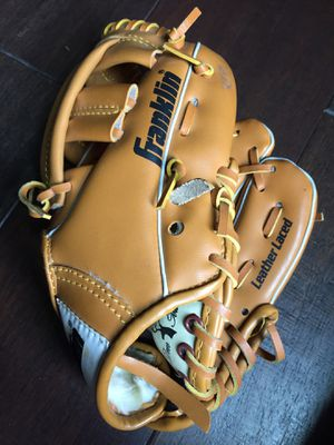 Baseball glove for Sale in Liberty Hill, TX