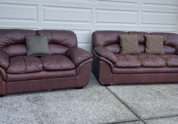 Modern Matching Brown Distressed Leather Couch And Loveseat for Sale in Vancouver,  WA