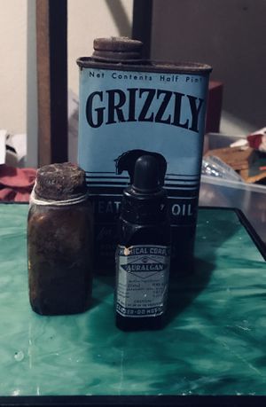 antique bottles and oil can for Sale in Alameda, CA