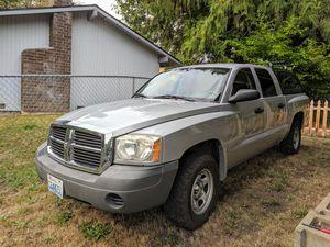 2007 Dodge Dakota quad cab 4x4 with leer canopy for Sale in Bremerton, WA