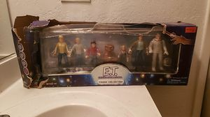 E.T. figure collection 2001 toys r us exclusive for Sale in Antioch, CA