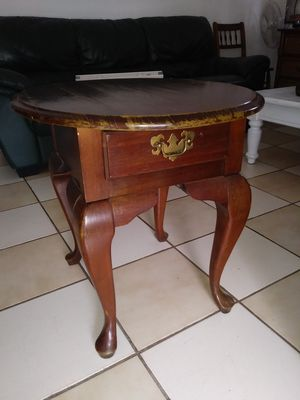 Vintage coner table for Sale in Bristol, CT