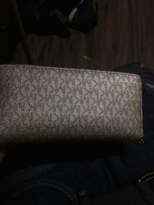 Michael kors wallet for Sale in Washington, DC