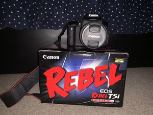 canon t5i rebel (18-55mm lens + charger + carrying case) for Sale in Montclair, CA