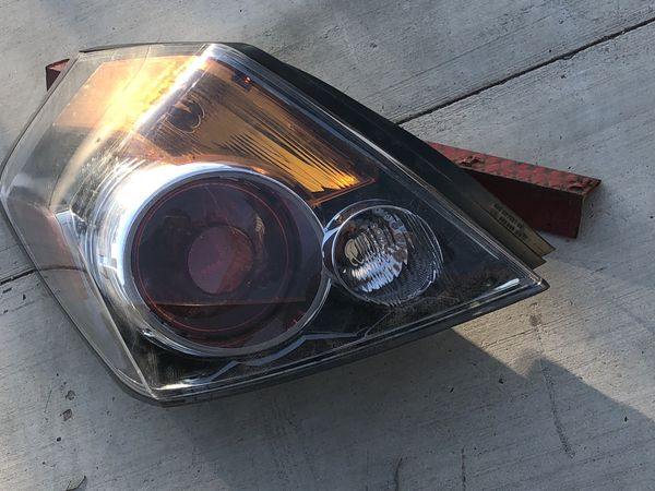 2007-2012 Nissan Altima Driver Taillight OEM