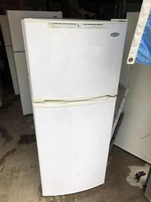 Whirlpool White 14.0 cu ft fridge/freezer for Sale in Bonney Lake, WA