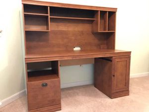 Computer desk and hutch for Sale in Eldersburg, MD