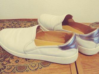 Ugg Women's Cas Slip-on White Size 11 for Sale in Everett,  WA